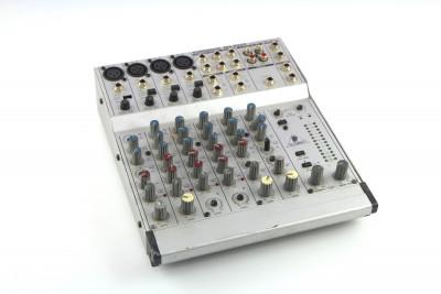 Behringer MX802 Mixer