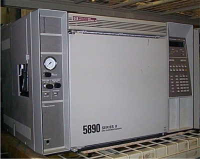 Hewlett Packard 5890 Series II Gas Chromatograph, Dual injectors and dual detectors.